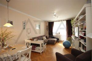 Pronájem částečně zařízeného bytu 3+kk s parkováním Praha 5 - Stodůlky, Svitákova 2775 jen 100 m od stanice metra Stodůlky - obývací pokoj