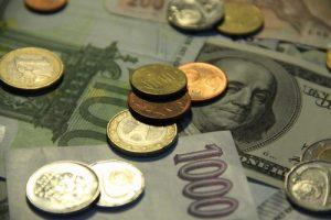 Pojistné musí být vypláceno průběžně a splátky úvěru musí být pravidelně spláceny po dobu nejméně šesti měsíců